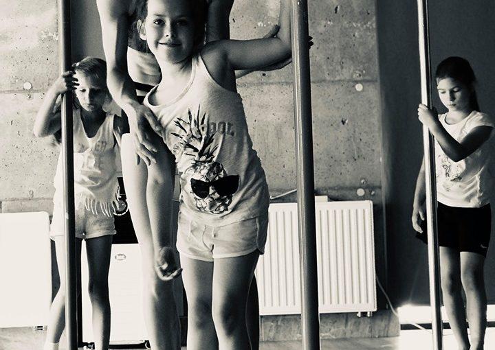 Wakacyjne zajęcia POLE ART KIDS- 8-14L.